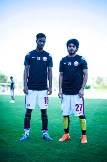 SAFP schenkte den Spielern der Nationalmannschaft von Qatar die superlativen G-Form Schienbeinschonern. Auf dem Bild die Spieler Ali Qadiri und Salem